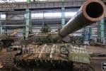 Видеорепортаж: как в ДНР ремонтируют трофейные танки и бронемашины (фото)